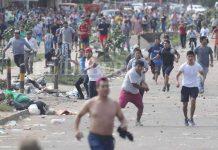 Los enfrentamientos se dieron entre comerciantes y simpatizantes del MAS contra vecinos de la zona. Foto. El Deber