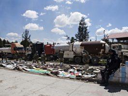seguidores del expresidente Evo Morales intentan ingresar al recinto para prender fuego a las instalaciones que contienen carburantes y otros elementos inflamables. Foto: APG.