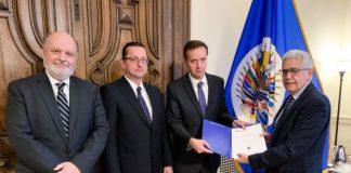 Entrega del informe final de la OEA. Foto: Twitter.