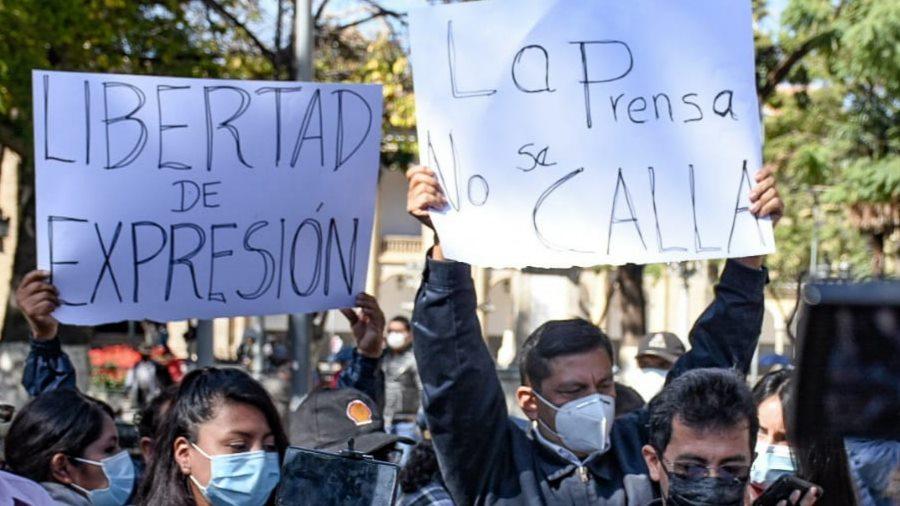 Periodistas rechazan ceder información del abogado Torrico y piden respeto la Ley de Imprenta